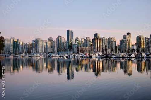Fototapety, obrazy: REFLECTION OF BUILDINGS IN WATER