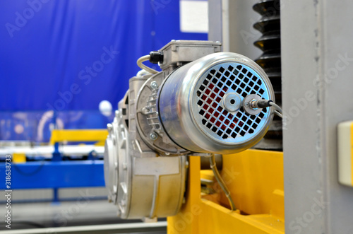 Photo New electric motor for industrial machines at the plant and for the production, equipment for transport, in aviation, in automatic control systems, control and in everyday life