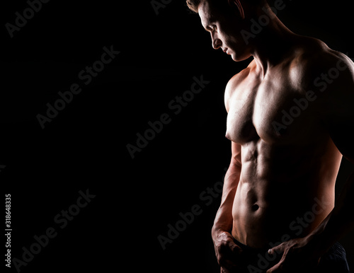 mata magnetyczna Strong, fit and sporty bodybuilder man over dark background. Sport and fitness.