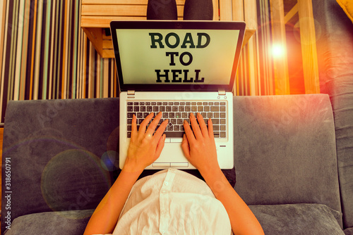 Платно Writing note showing Road To Hell