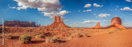 Panoramic shot of the famous Monument Valley in the USA Fototapet