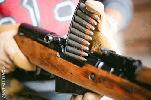 Photographie Midsection Of Man Holding Rifle