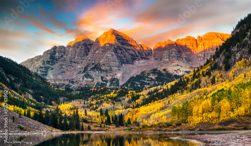 Maroon Bells at Sunrise, Aspen, Colorado Wallpaper Mural
