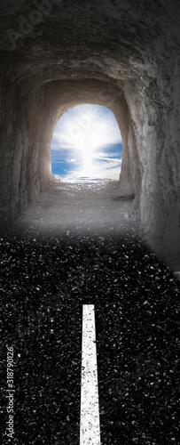 Concept de mort imminente, lumière au bout du tunnel Wallpaper Mural