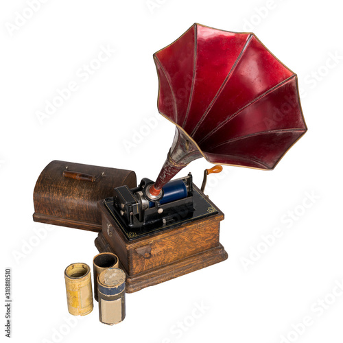 Photo High angle cut out of 1911 old phonograph with three cylinder records, including