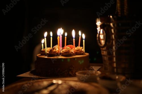 Fotografía Close-Up Of Illuminated Candles On Cake