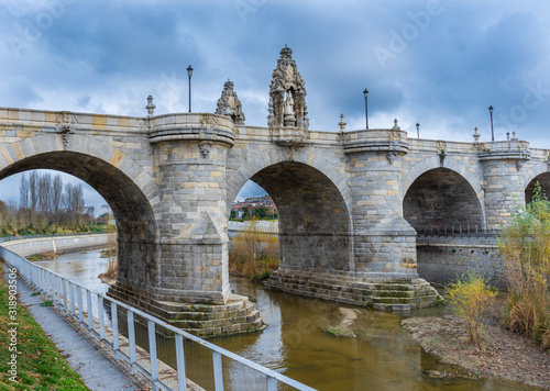 Photo Views of the Toledo Bridge located on the Manzanares River in Madrid, an outstan
