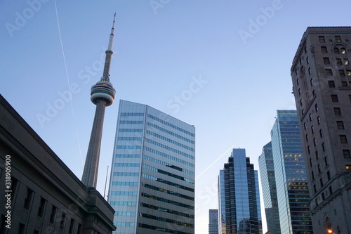 Fototapeta LOW ANGLE VIEW OF MODERN BUILDINGS AGAINST CLEAR BLUE SKY obraz