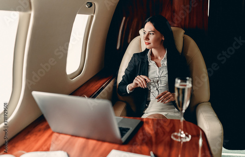 Fototapeta Business woman in private jet obraz