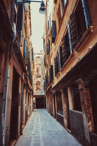 Photo NARROW ALLEY AMIDST RESIDENTIAL BUILDINGS