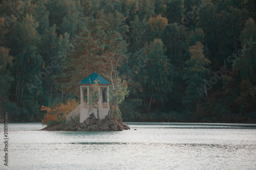 Photo Summer landscape of lake with crystal and fresh water Aya, Altai mountains, Russ