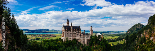 Fotomural Fairytale castle of Neuschwanstein near Munich in Bavaria, Germany