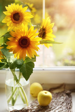 Bouquet Sunflowers In Glass Va...
