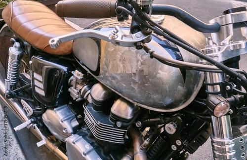 moto muito antiga com banco em couro Wallpaper Mural