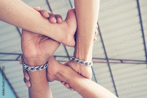 Tableau sur Toile Low Angle View Of Person Hands Forming Chain Against Ceiling