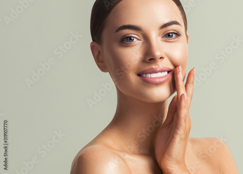 Healthy teeth smile woman beauty face natural make up Fototapete