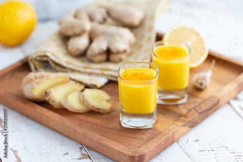 Fototapeta Lemon-ginger shot