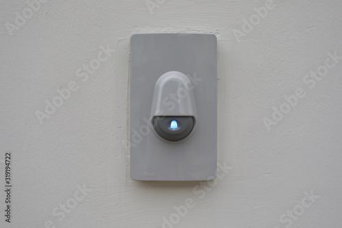 Obraz na plátně doorbell on white wall of front gate