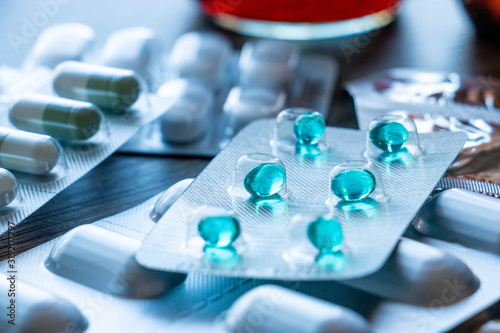 Fototapeta Médicaments en comprimés et gélules obraz