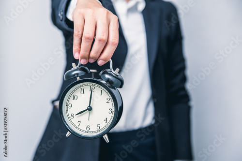 Fotografía business people with clock times showing for warning time delay urgent or hurry