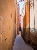 Fototapeta Uliczki - Vertical shot of a narrow street in the old city of Marrakech