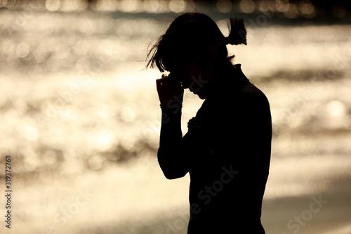 海岸で涙を流す女性 Canvas Print