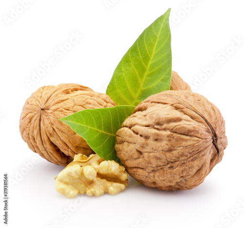 Fotomural Ripe walnut isolated on white background.