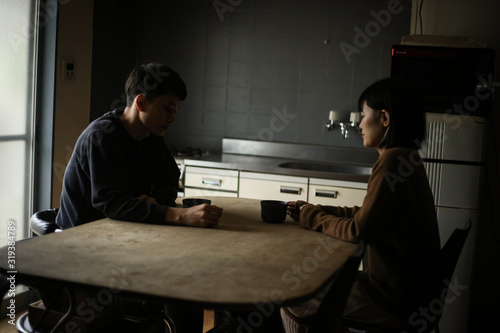 Fotografía 話し合いをする夫婦