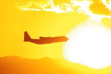 太陽とC-130ハーキュリーズ