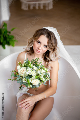 Photo bride is sitting in the bathroom