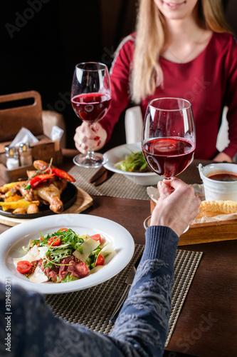 Fototapeta couple in a restaurant romantic dinner obraz