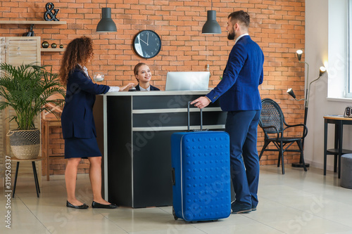 Photo Guests near reception in hotel