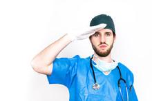 Medico Militare Fa Il Saluto, ...