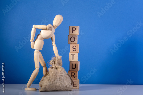 Fotomural Wooden mannequin with a bag near the tower of cubes with the inscription Posture