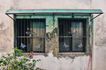 蝶々モチーフの鉄格子のある台湾の古い家 Processed With VSCO With U4 Preset