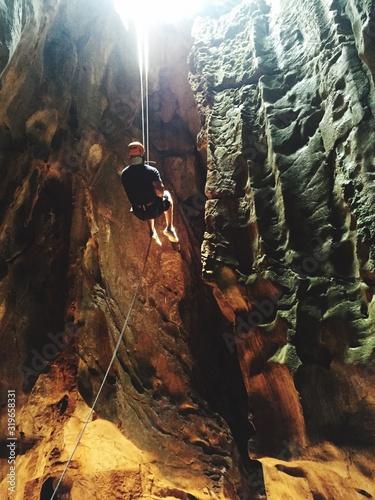 Young Man Exploring Cave Fototapet