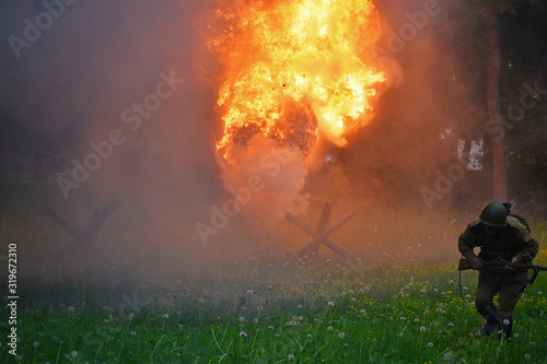 Photo Running soldier on the battlefield and the fire of explosion