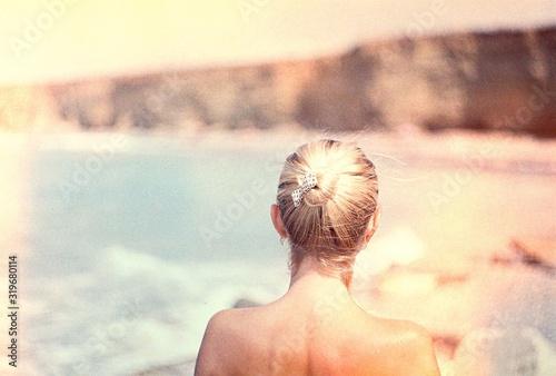 Photo Rear View Of Woman At Beach