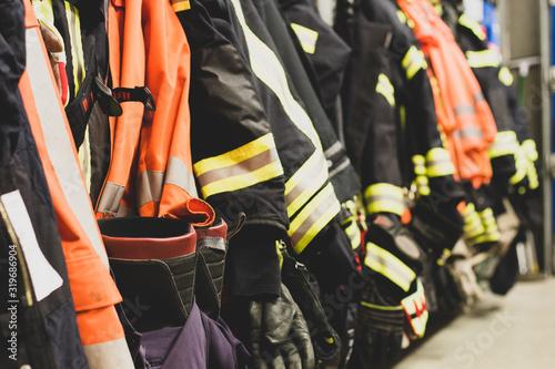 Photo Feuerwehr Jacken Helm Pumpe Schlauch Freiwillige Feuerwehr Atemschutzüberwachung