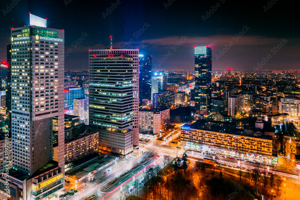 Widok z Pałacu Kultury Warszawa nocą