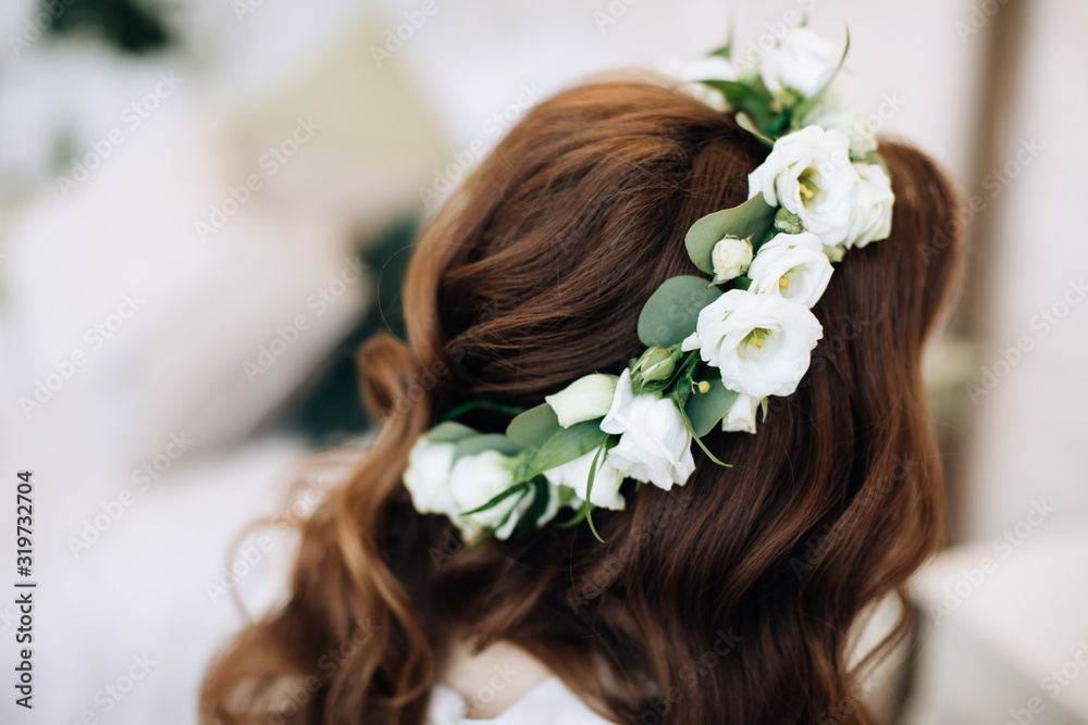Fototapeta  wedding wreath of white flowers on the head of the bride, wedding decoration
