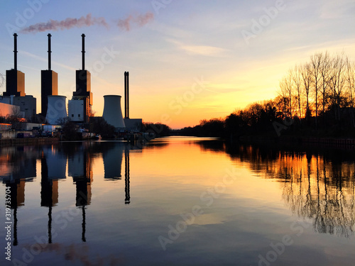 Smoke Stack Emitting Pollution From Power Plant With Reflection During Sunset Fototapete