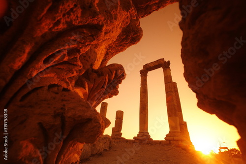 Low Angle View Of Amman Citadel Seen From Cave Against Sky During Sunset Fototapete