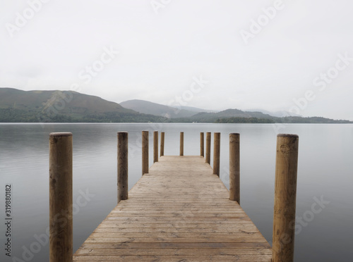 Derwent water this is the Ashness landing jetty where the tourist boats dock so you can get off and explore the surrounding hills of the lake district Fototapet
