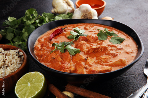 Obraz Chicken tikka masala spicy curry meat food in pot with rice and naan bread. indian food - fototapety do salonu