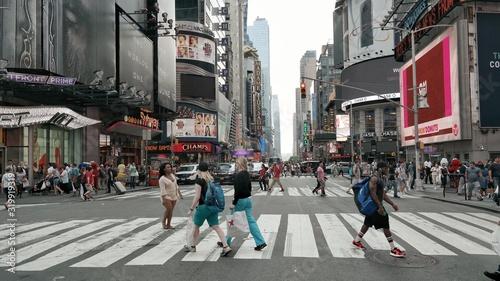 Obraz People Walking On Road In City - fototapety do salonu