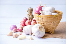 Garlic,shallot,Black Pepper, Fresh Garlic, Garlic Clove, Garlic Bulb And Shallot In A Wooden Basket On White Wooden Table, A Herb And Spice Cloves Or Food Ingredients, Place For Text.