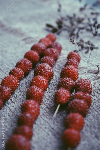Obraz Detail Shot Of Wild Strawberries - fototapety do salonu