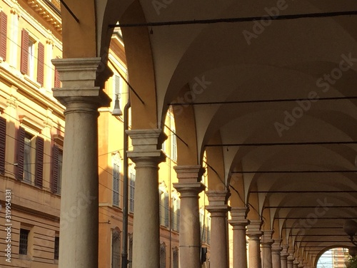Tela Low Angle View Of Colonnades In Historic Building