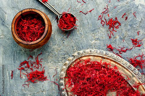 Cuadros en Lienzo Heap of saffron spice